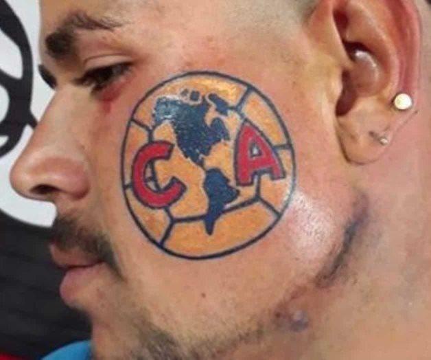 Por amor al América se tatuó la cara