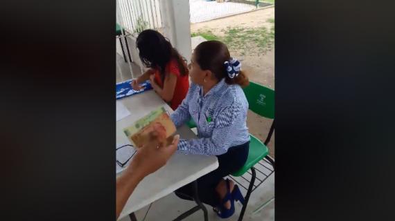 Directora niega inscripción por que su padre no pagó la cuota