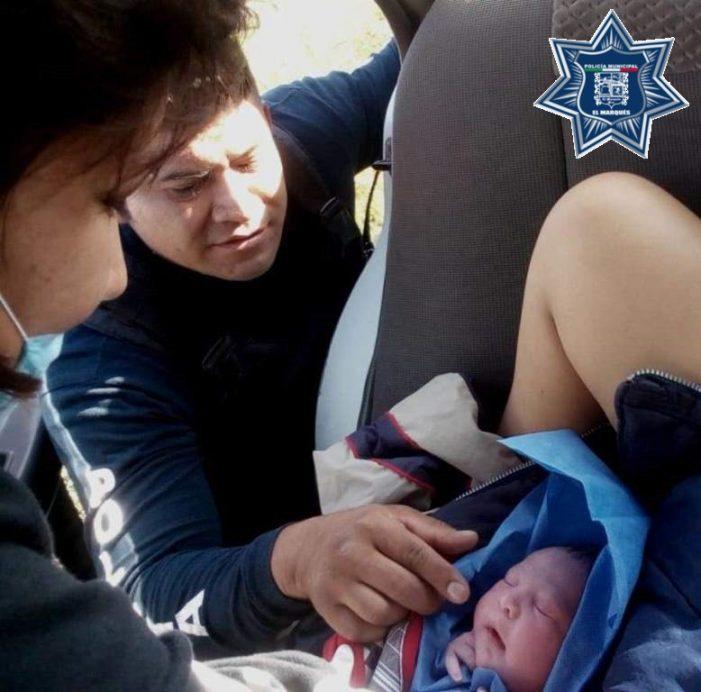 Apoyan oficiales de la Policía Municipal de El Marqués a mujer en labor de parto