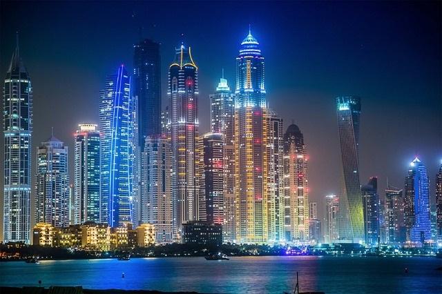 Dubai / La encarcelan por beber vino en un avión