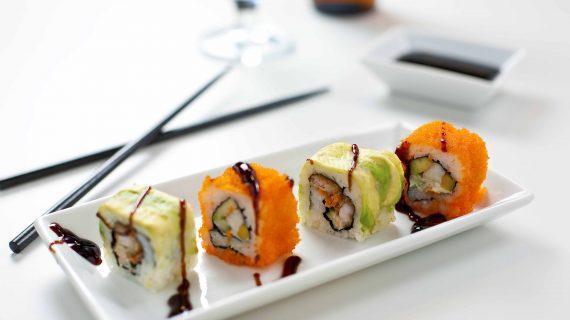 Por comer sushi, le amputan medio brazo