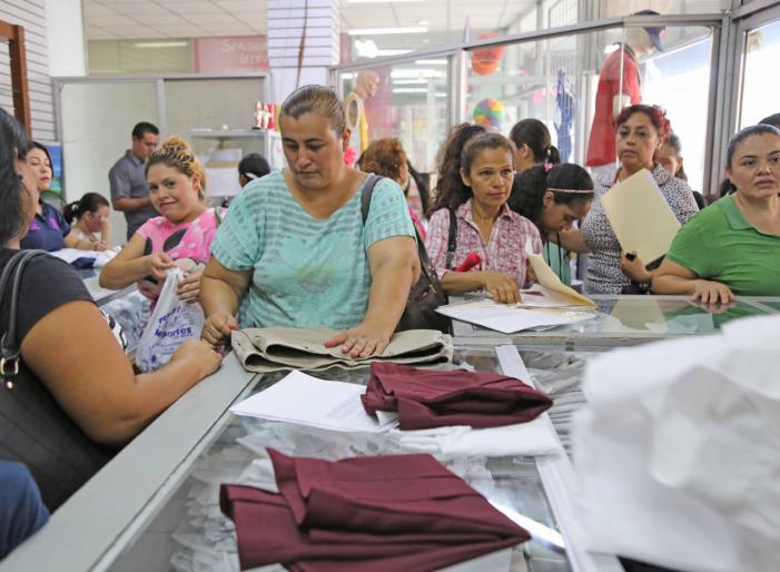 Sinaloa | Al 65%, entrega de uniformes escolares gratuitos
