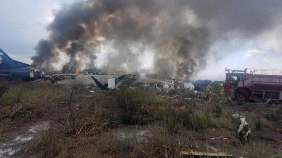 Aeroméxico despide a los tres pilotos del avionazo de Durango