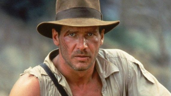 A subasta el sombrero de Indiana Jones y la patineta de Marty Mc Flay