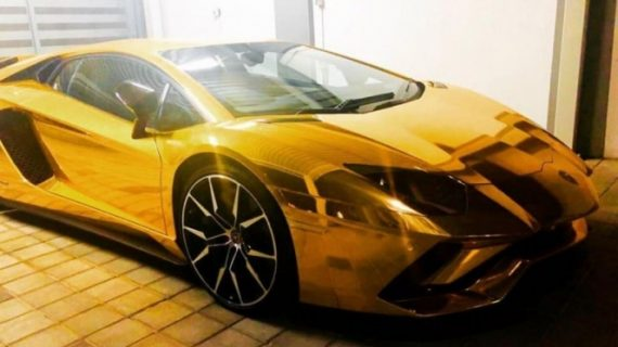 El Lamborghini de oro que vale 50 millones de pesos