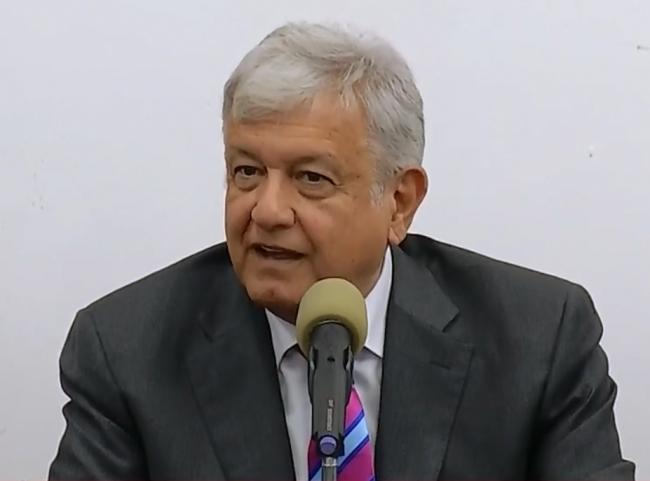 AMLO confirma pistas aéreas en Santa Lucía