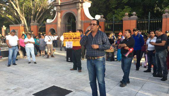 Usuarios se manifiestan contra pretendido aumento a la tarifa del transporte público en Querétaro