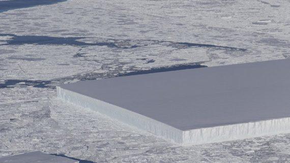 NASA descubre un iceberg que parece un campo de fútbol