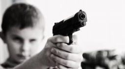 En México mueren dos niños al día por arma de fuego