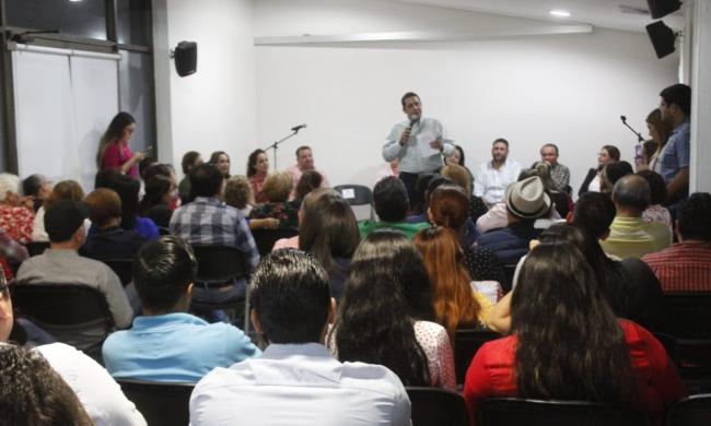 Se reune Jesús Valdés con sectores y organizaciones del PRI