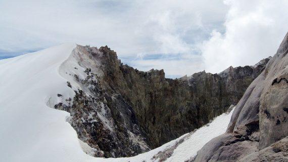 Rescatan cuerpos momificados en el Pico de Orizaba