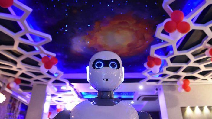 En este restaurante los meseros son robots
