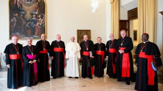 Papa Francisco retira de su consejo a dos cardenales, por escándalos de abusos sexuales