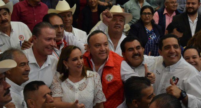 Abrazan a Jesús Valdés en la dirigencia del PRI estatal. Es la nueva era dicen.