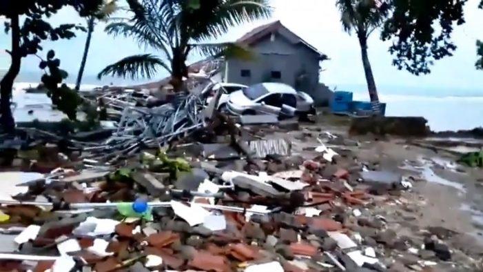 Deja tsunami en Indonesia más de 40 fallecidos y cientos de heridos