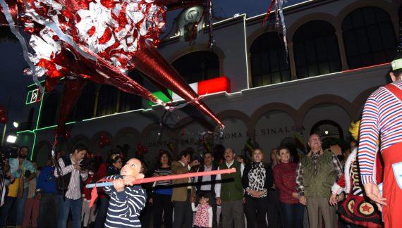 Disfrutan cientos de niños de la Posada Navideña de la UAS