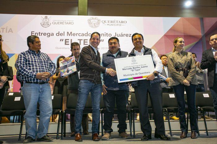Pancho Domínguez entrega nuevo mercado de El Tepetate
