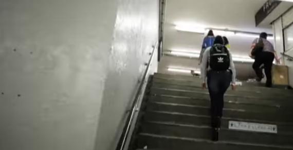 """Nueva forma de """"acoso"""" en el Metro"""