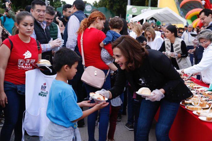 Comparte Rosy Fuentes mega-rosca de Reyes con miles de sinaloenses