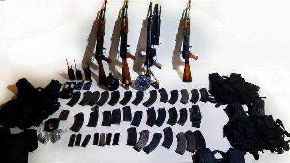 Civiles disparan contra Policías Estatales, repelen agresión, aseguran armas y detienen a uno
