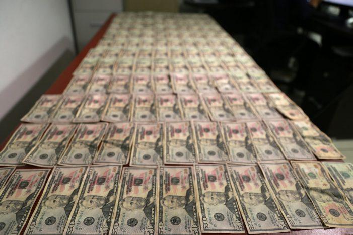 Aseguran en Culiacán 3 mil dólares falsos