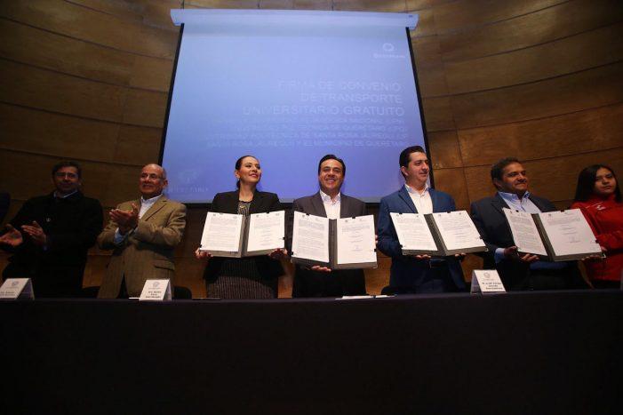 Luis Nava firma convenio para el transporte universitario gratuito en Querétaro
