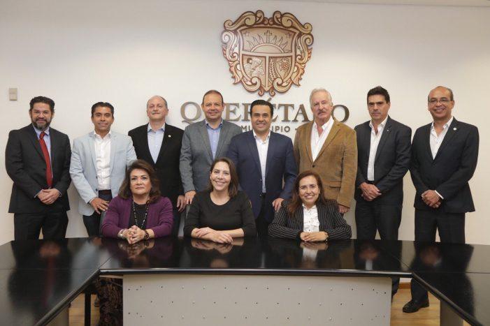 Luis Nava se reúne con empresarios y representantes de gobierno