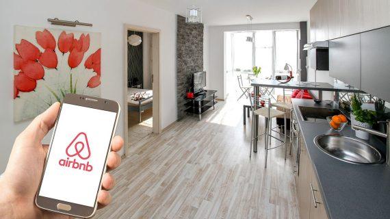 Ahora el Gobierno Federal de AMLO va contra Airbnb