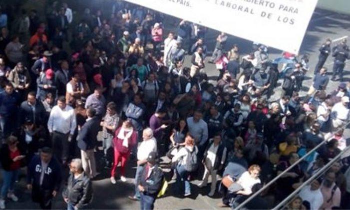 Trabajadores de SEMARNAT hacen paro en protesta por despidos masivos