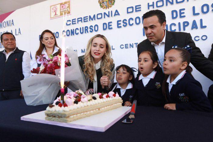 Atestiguan Luis Nava y Arahí Domínguez el Décimo Concurso de Escoltas de los Preescolares del Sistema Municipal DIF