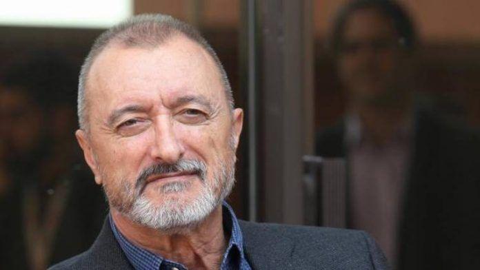 """""""Tiene apellidos españoles y es un imbécil"""", dice Pérez-Reverte sobre disculpa solicitada por AMLO"""