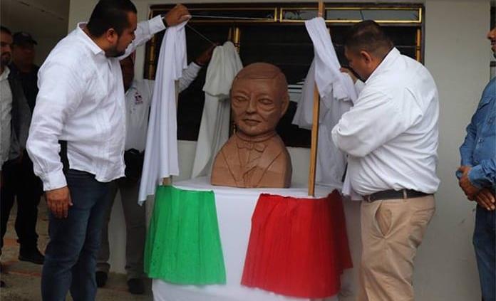 """Consideran """"de otro mundo"""" el busto de Benito Juárez"""