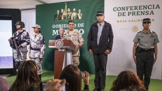Presentan uniformes para elementos de la Guardia Nacional