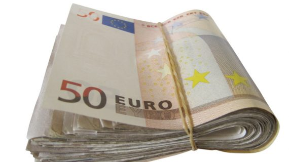 En España anónimo regala dinero en las casas