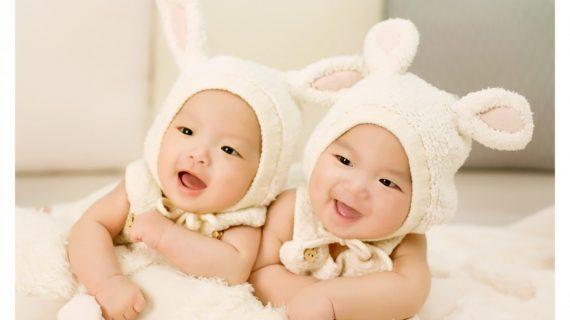 Mujer da a luz a gemelos, pero de dos padres distintos por infidelidad