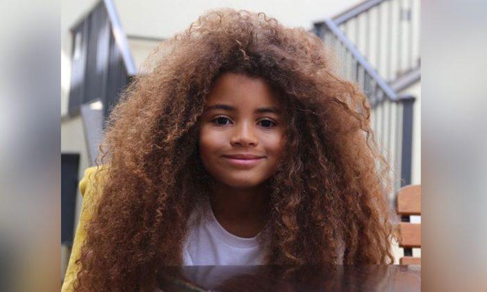 Niño de ocho años no lo dejan ingresar a la escuela por su cabello