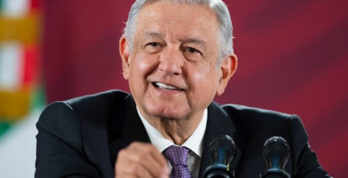 AMLO congela salarios de altos funcionarios por COVID-19
